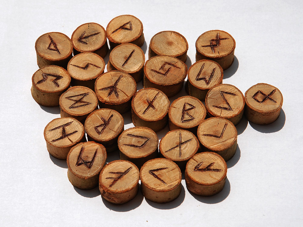 hotové-runy-ze-dřeva