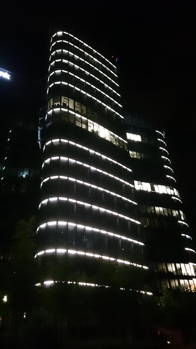 Noční budova